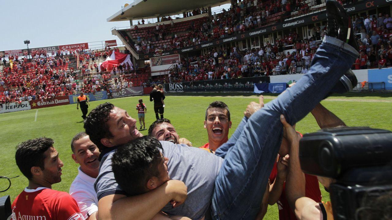 Sergio Tejera Nastic Real Oviedo.Tejera celebra un gol con el Nastic