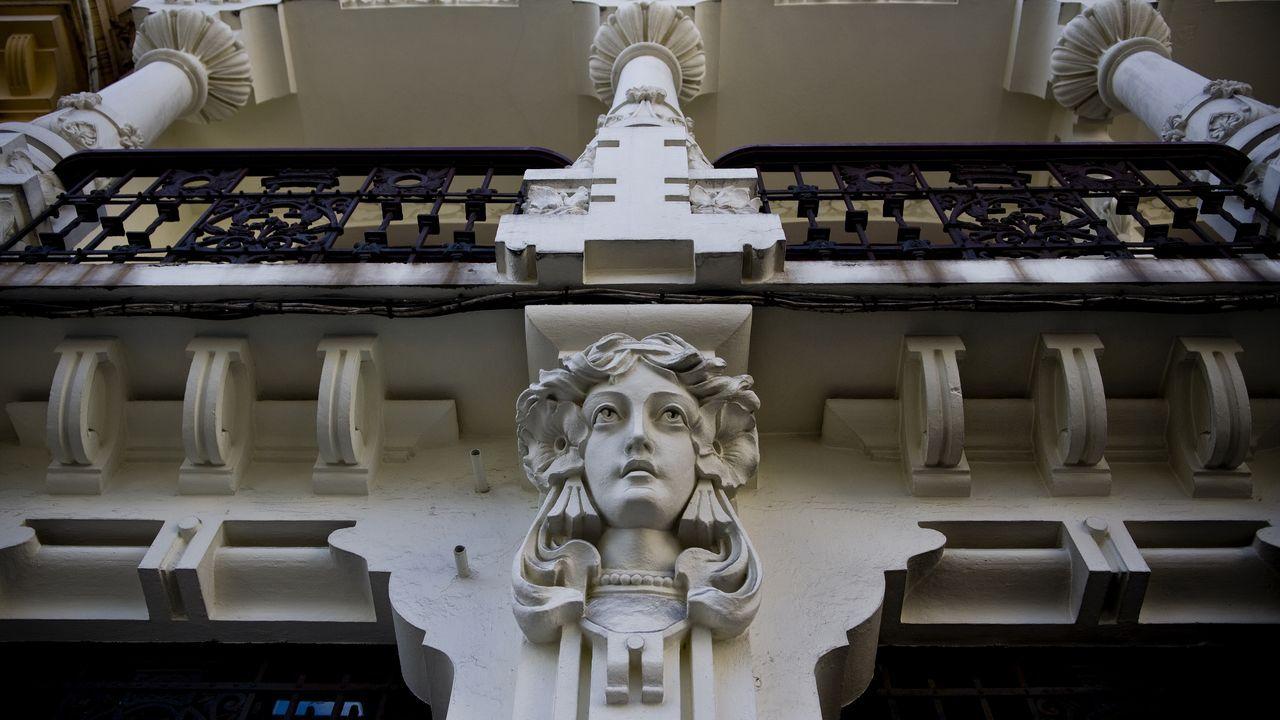 cara.Casa Arambillet, en la plaza de Lugo. Su fachada fue reformada en el 2013
