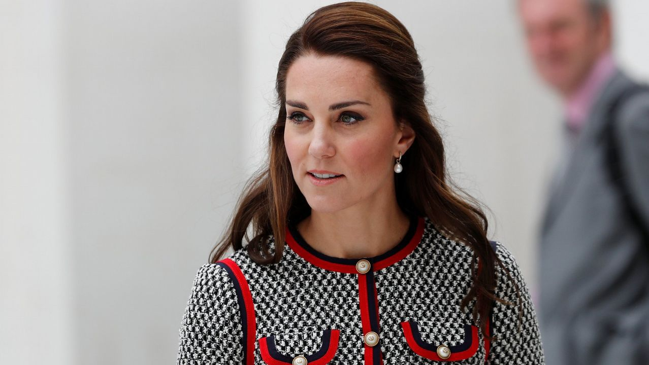 El sofisticado estilo de Kate Middleton.Diana, Carlos y sus hijos, con la familia real española en el palacio de Marivent (Mallorca).