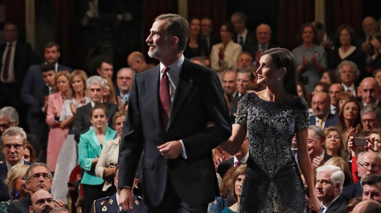 Los Reyes durante su asistencia a la ceremonia de entrega de los Premios Princesa de Asturias