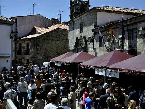 Miles de personas acudieron a la Festa do Melindre de Melide.