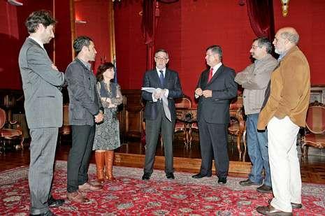 El alcalde Currás recibió a los asistentes al encuentro.