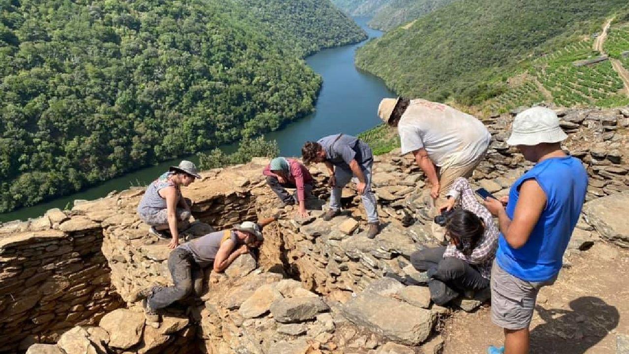 Os investigadores buscan no lugar dos Conventos os restos do desaparecido mosteiro de San Martiño de Piñeira