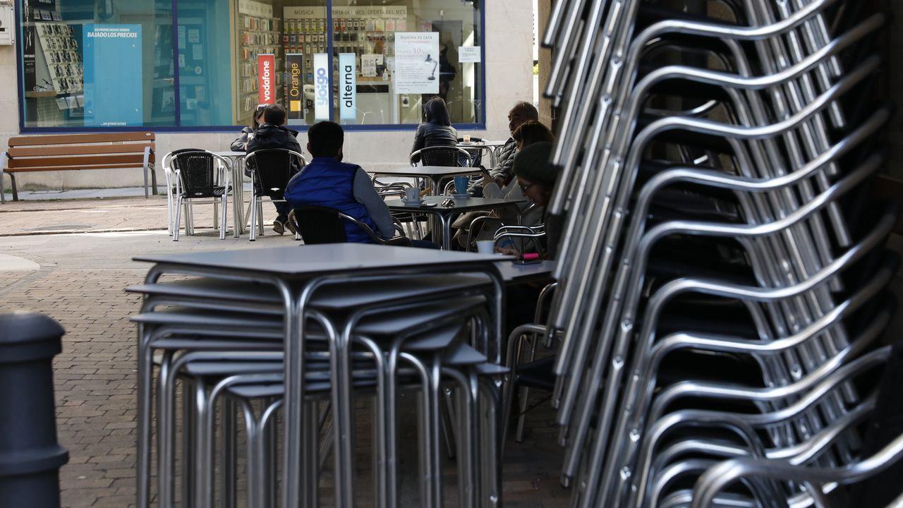 A Estrada se vuelca con la hostelería.La cafetería Avenida, en el centro de Ferrol, sirve desde hoy desayunos y meriendas para llevar