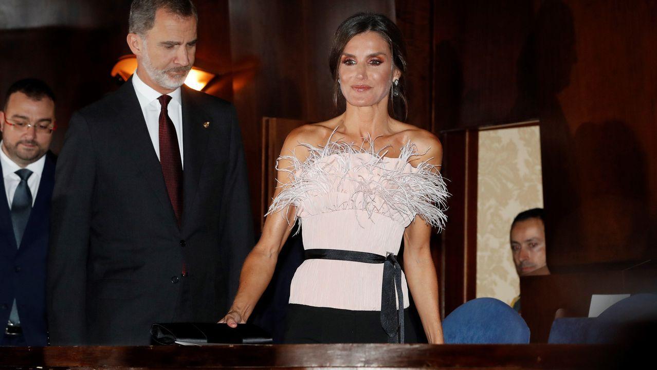 Los reyes Felipe y Letizia a su llegada al XXVIII Concierto Premios Princesa de Asturias celebrado este jueves en el Auditorio Príncipe Felipe de Oviedo.