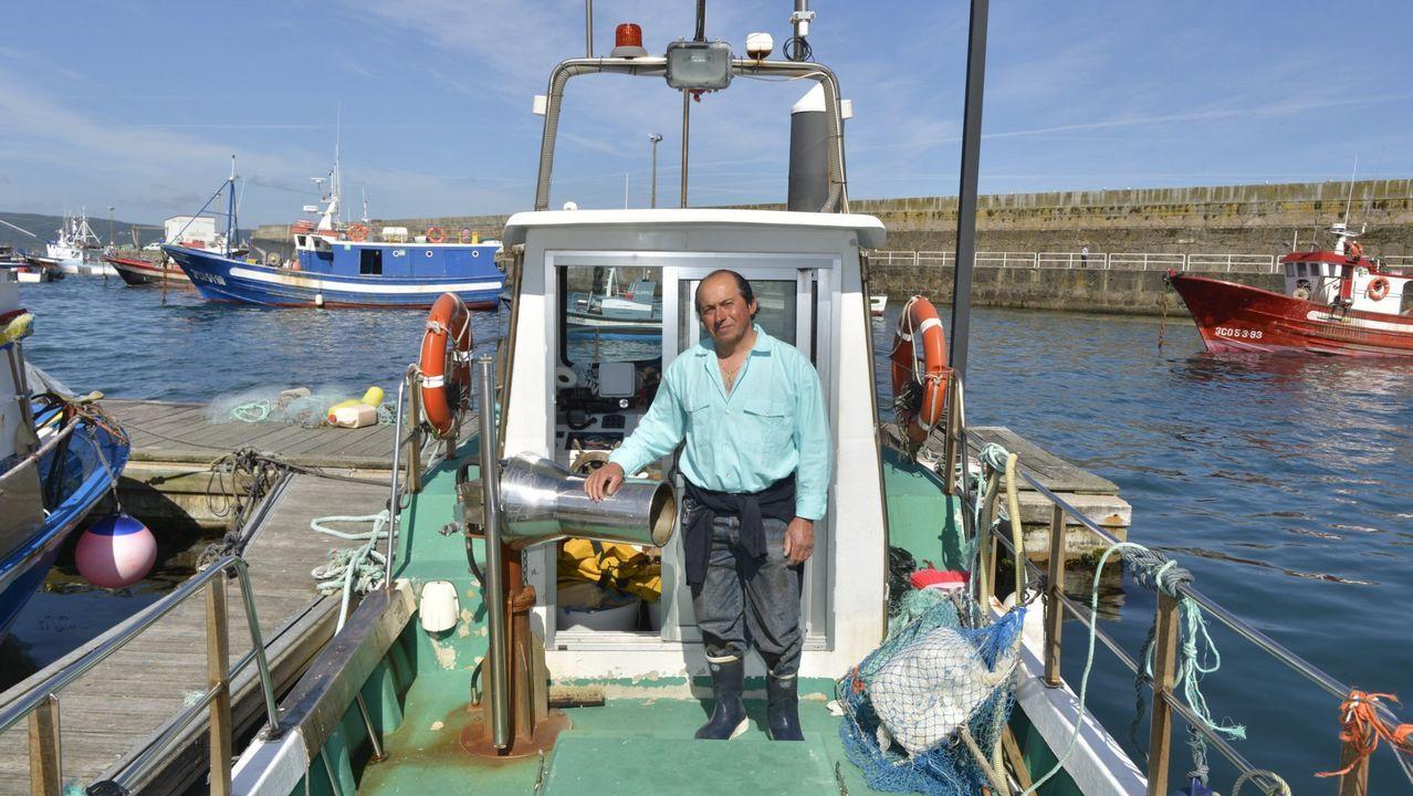 Izado del «Pesca II» de tres bañitas atrapados