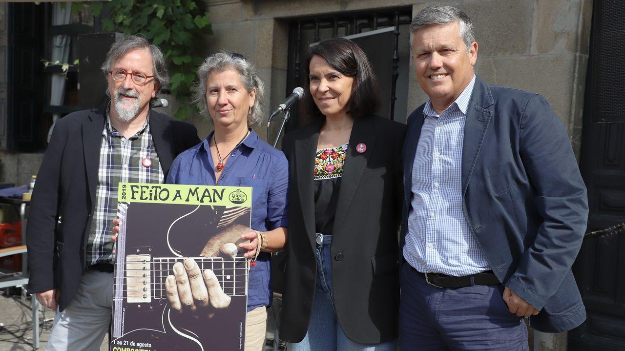 Imágenes del histórico Racing - Sevilla.Los Hermanos Cubero actúan hoy a las 21.30 en la plaza de As Bárbaras.
