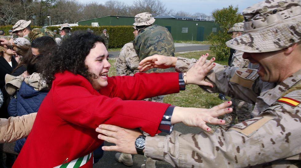 Emotiva llegada a Lavacolla de las tropas de la Brilat que regresan de Afganistán.Llegada de la Brilat a Lavacolla