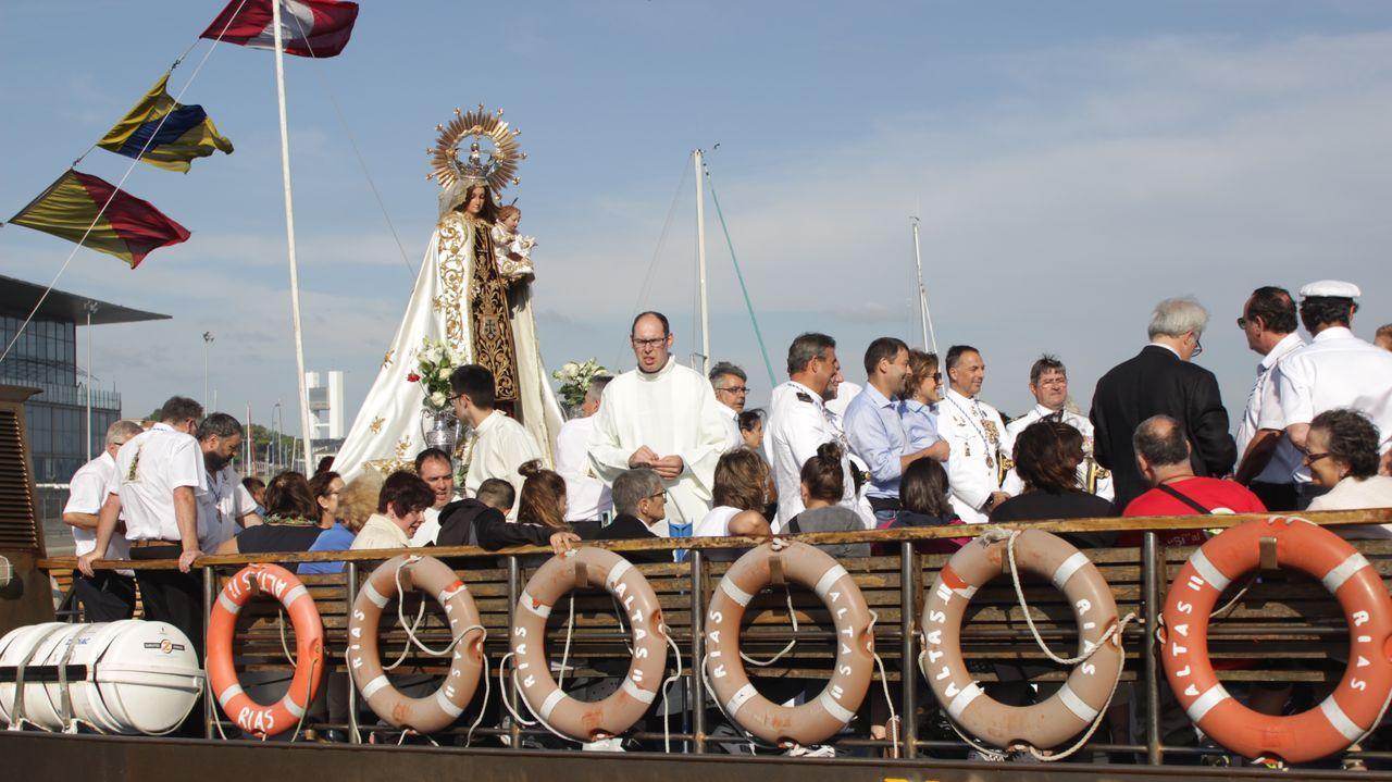 Simulacro en el puerto de Marín.La Virgen del Carmen, a punto de zarpar.