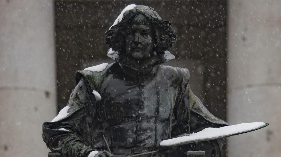 La paleta de Velázquez se llenó de blanco. Escultura dedicada el genio sevillano en Madrid, en donde cuenta también con una calle a su nombre.