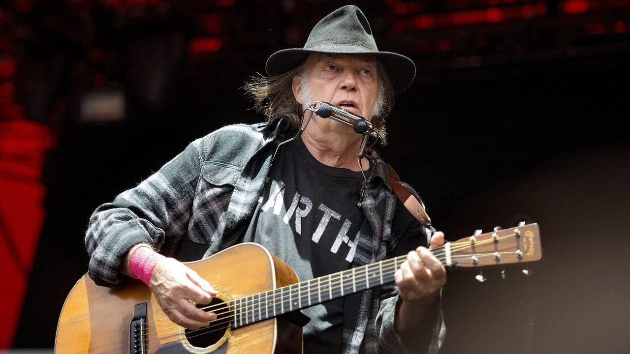 Neil Young, durante un concierto en Dinamarca en el 2016