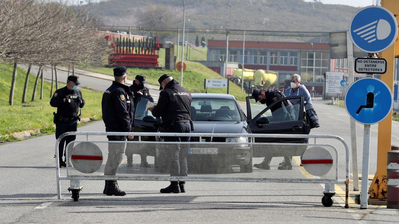 La Policía Nacional registra las instalaciones de Alu Ibérica en Avilés, a principios de marzo