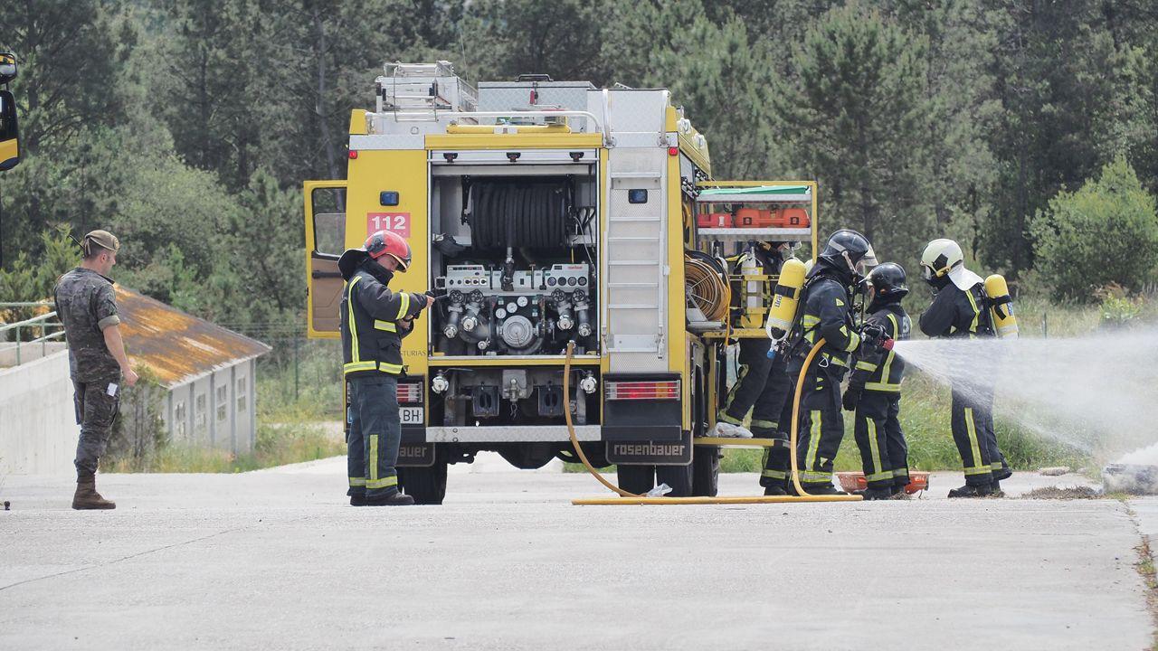 Simulacro de incendio en el Cabo Noval.La antigua residencia de Batallones albergará despachos de profesores y oficinas