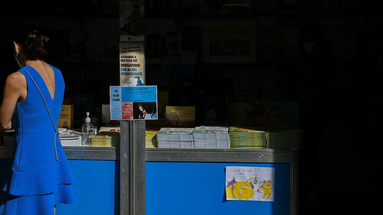 La feria del libro y de artesanía Mostrart se mantendrán con las «máximas medidas de seguridad».Cartel avisando de medidas de segurida en la feria del libro de A Coruña