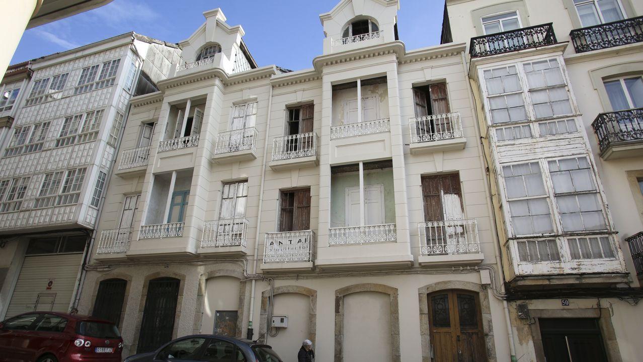 Edificios emblemáticos de Oviedo.En la imagen, los dos edificios gemelos proyectados por Ucha en el año 1930