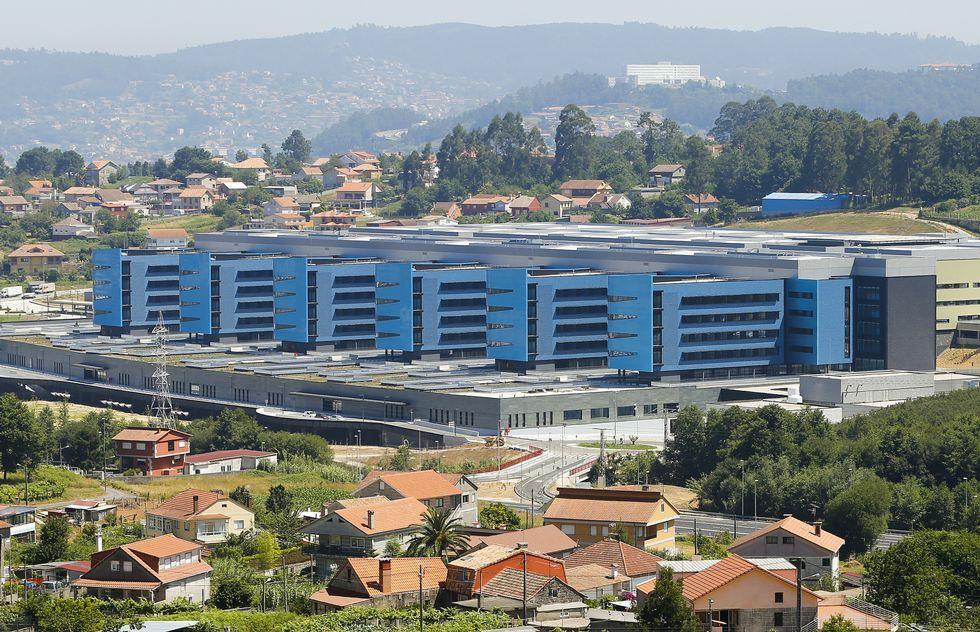 CIS Aixiña: Entidades sociais de Ourense deseñan unha X humana..La Xunta quiere destinar a Sanidad el superávit presupuestario. En la imagen, el hospital de Vigo