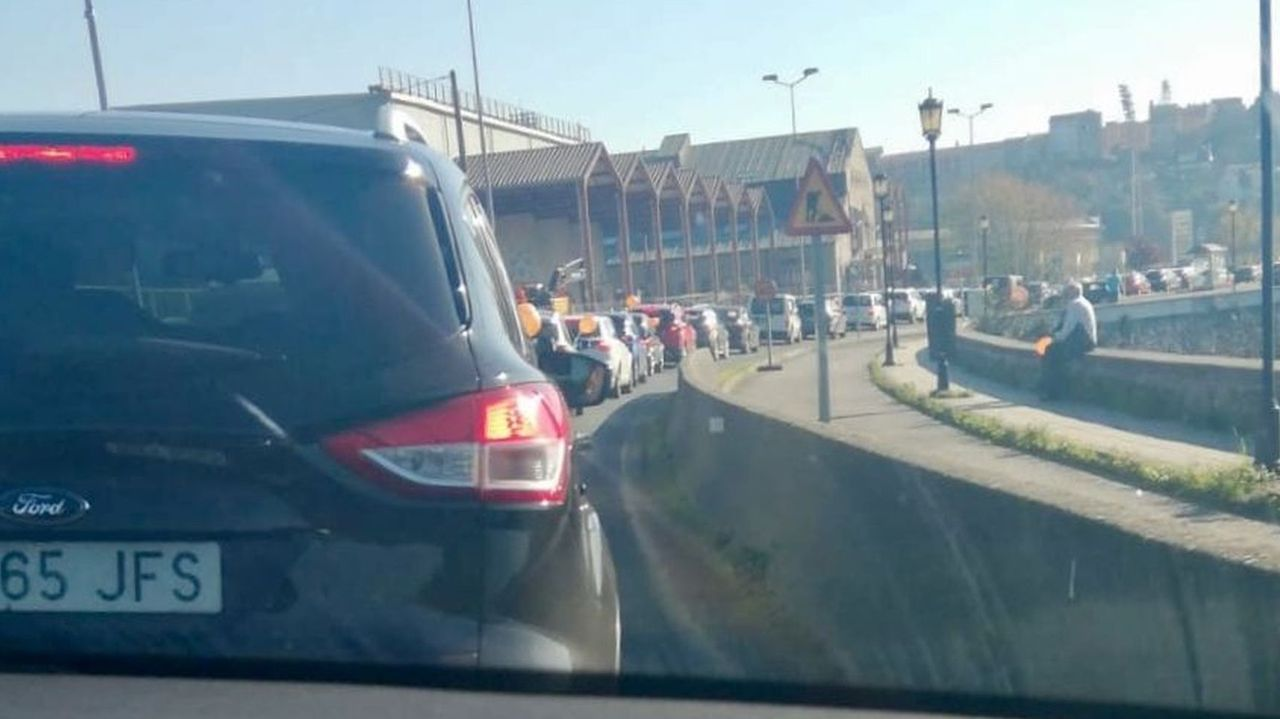 Caravana de vehículos de la protesta educativa en Ferrol