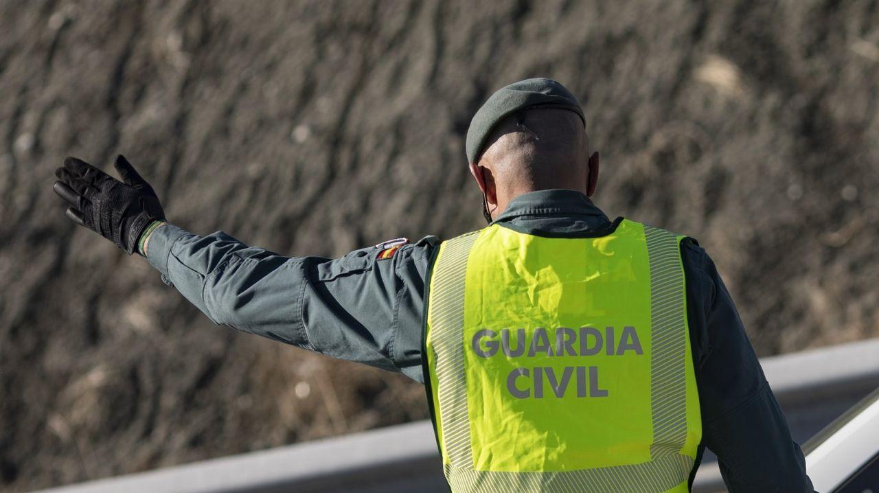 Un guardia civil trabajando, en una imagen de estos días