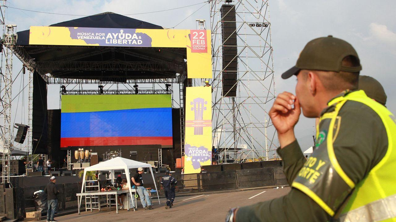 Incidentes en la frontera en Ureña, entre Colombia y Venezuela.Montaje del escerario para el concierto «Venezuela Aid Live» en el lado colombiano del puente de Tienditas, uno de los tres pasos fronterizos de Cúcuta con Venezuela y en donde hay almacenadas toneladas de ayuda humanitaria