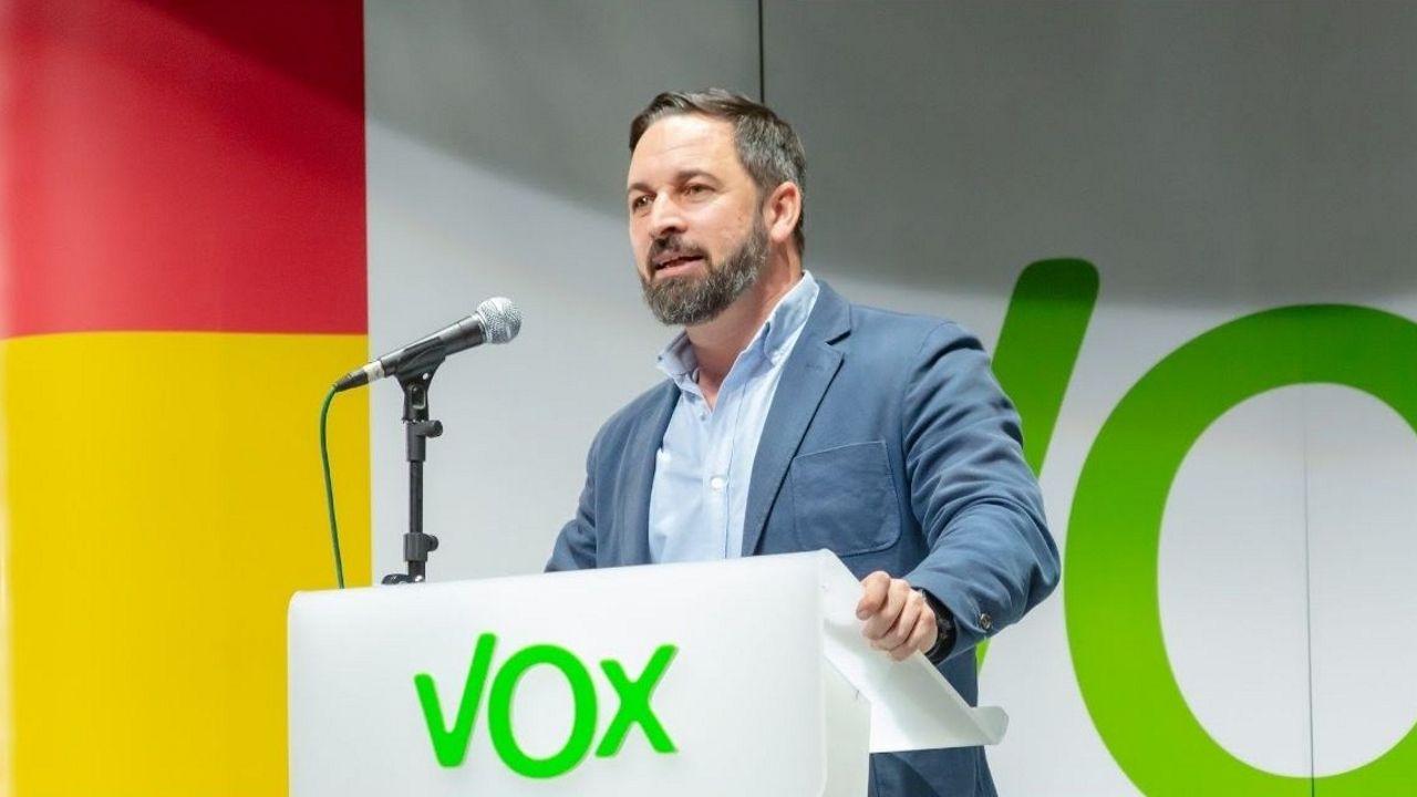 La primavera colorea Galicia.Abascal en el vídeo de la Reconquista de Vox, la cerdita Peggy en el del voto útil contra Vox y el anuncio del canal de Podemos en WhatsApp