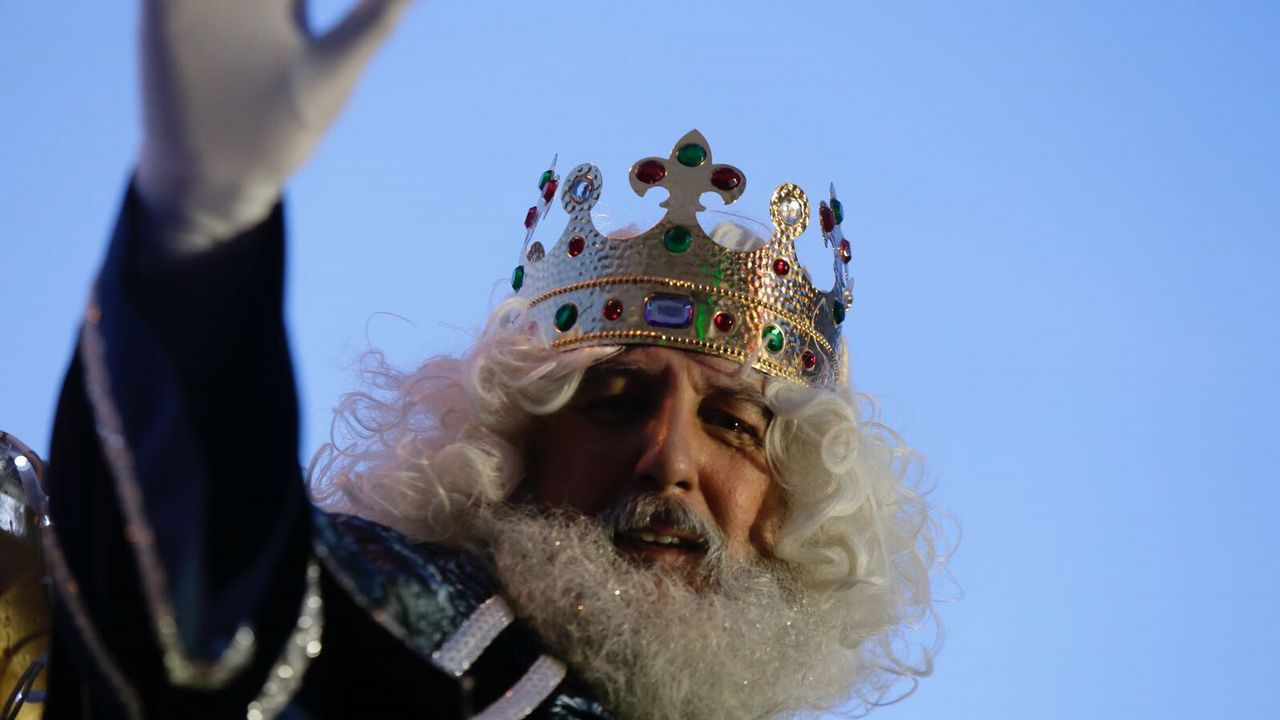 Mensaje de los Reyes Magos para los niños de Cervantes.Cabalgata de los Reyes Magos en A Coruña