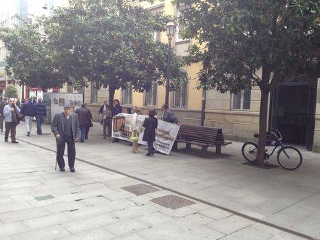 Protesta ante la sede de Hacienda en la Rúa da Raíña