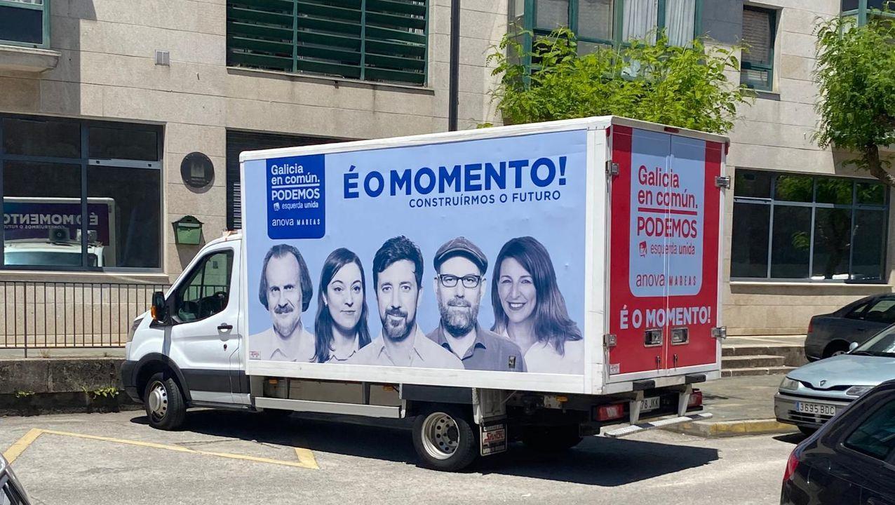Así se votará en Galicia.Imagen de la caravana electoral de Galicia en Común con los candidatos provinciales, y la ministra de Trabajo