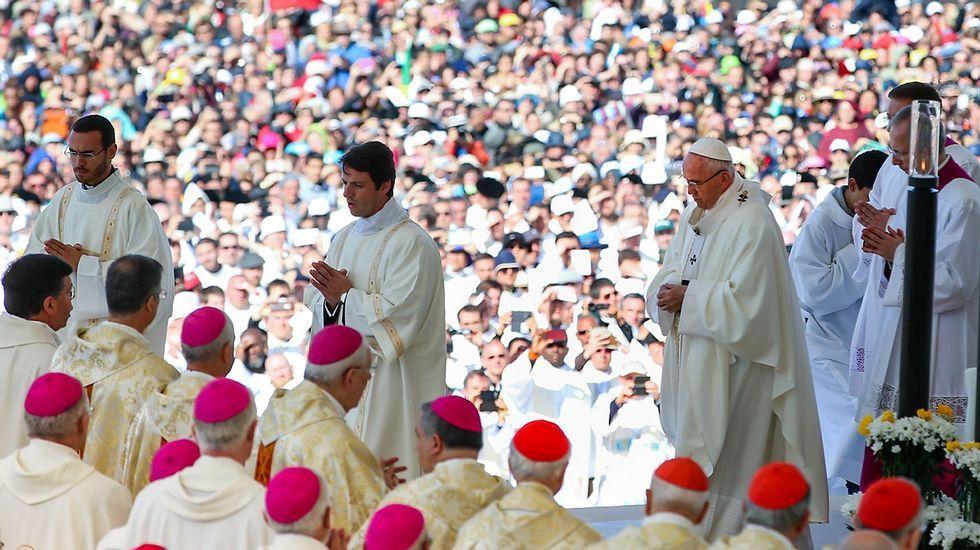 La llegada del Papa a Portugal.El arzobispo de Oviedo, Jesús Sanz Montes