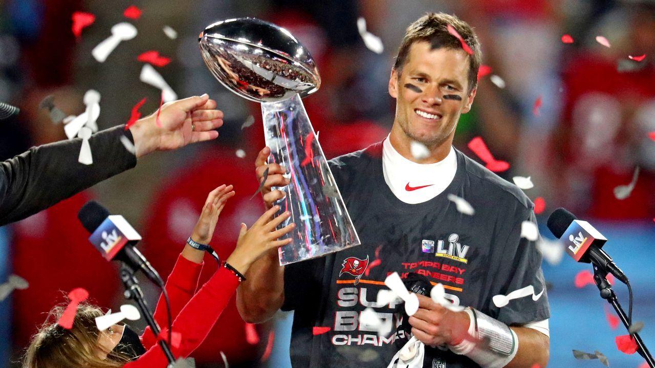 Tom Brady (a favor de Donald Trump). Quarterback de los Patriots de Boston y casado con la supermodelo brasileña Giselle Bundchen, votará a Donald Trump.