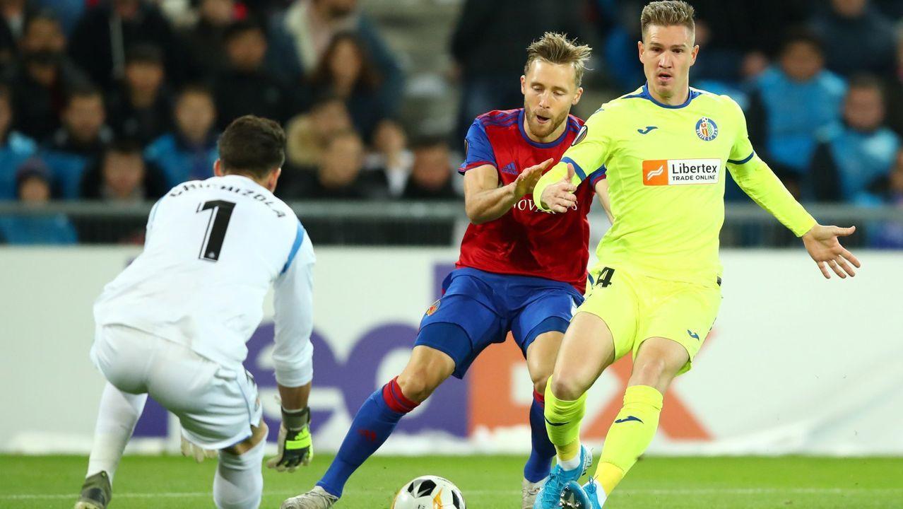 Raúl Carnero, a la derecha, en un partido de Liga Europa con el Getafe