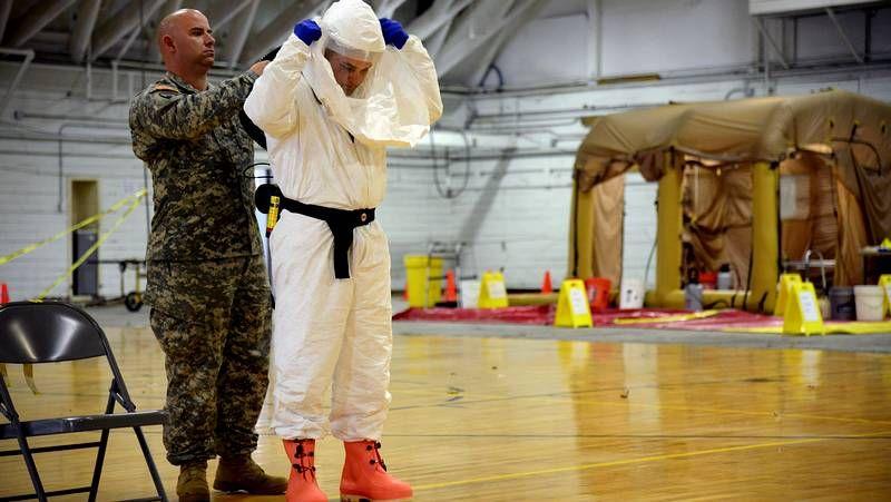 «El enemigo es el ébola, no una persona»