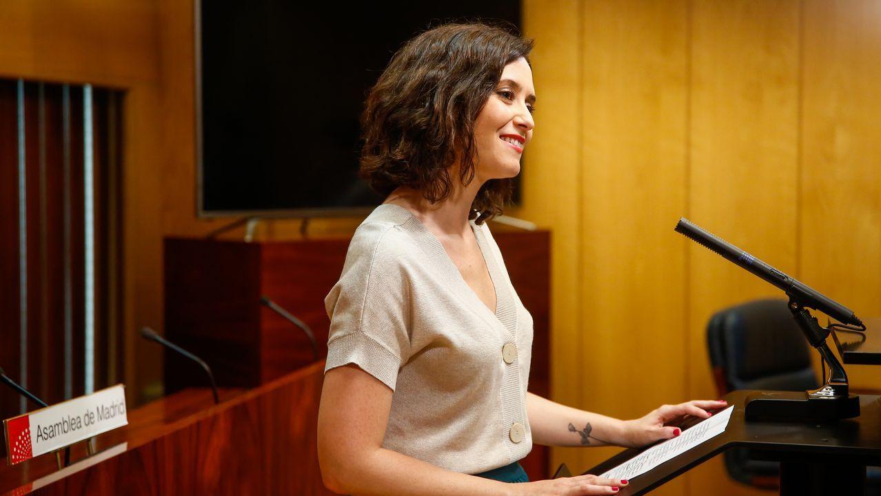 Díaz Ayuso: «Hoy empieza todo, desde luego para mí».La recién elegida presidenta de la Comunidad de Madrid, Isabel Díaz Ayuso, aplaudida por la bancada popular durante la sesión de investidura
