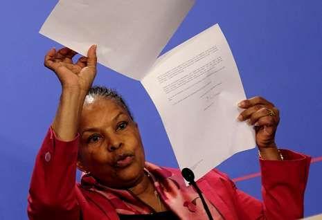 Histórica derrota socialista.La ministra Taubira mantuvo su versión sobre los pinchazos en rueda de prensa.