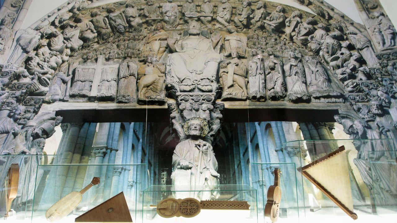 Los usuarios de la residencia de Pol mandan ánimos a sus familias.Sala Pórtico da Gloria: Esta sala amosa as réplicas dos instrumentos representados no Pórtico da Gloria da Catedral compostelá, nos manuscritos de Leonardo da Vinci e unha importante colección de zanfonas.