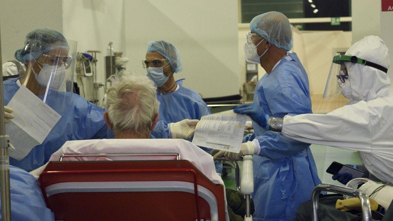 Un paciente siendo tratado en un centro médico de Bérgamo, en el norte de Italia.