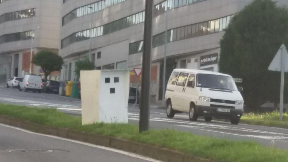 Radar de cartón en Santiago.Dylan sale de un autobús antes de su concierto en Pamplona