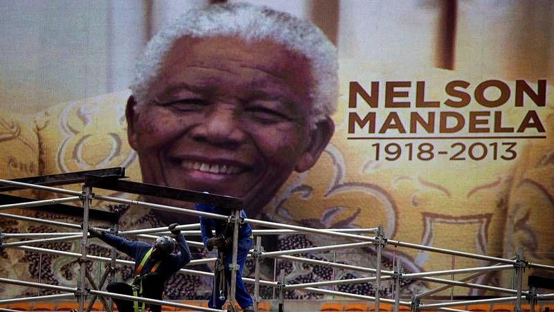 Sudáfrica se prepara para despedir a Mandela.Uno de los heridos, en el momento de llegar al Hospital Charles Nicole para ser atendido