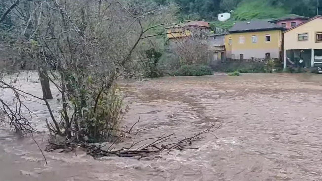 La búsqueda de Manuel Rodríguez Eiroa, en imágenes.Estado del río en Belmonte de Miranda
