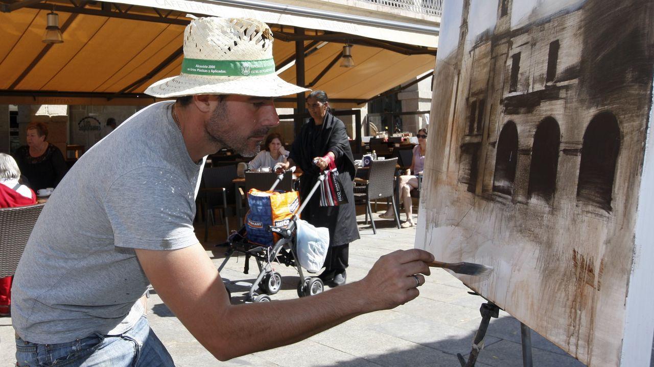 <span lang= gl >O casco vello énchese de artistas</span>.Imagen de archivo del Certamen de Pintura Rápida Cidade de Lugo