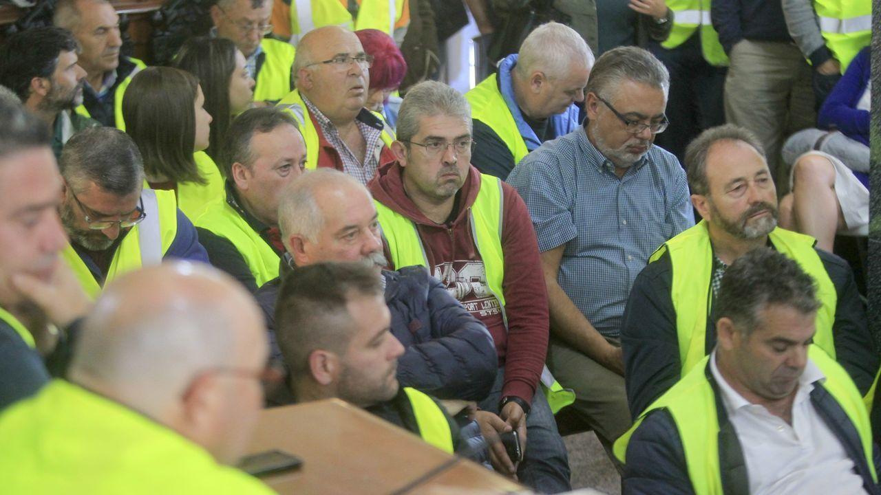 Multitudinaria manifestación en As Pontes contra la destrucción de puestos de trabajo por el posible cierre de la central de Endesa