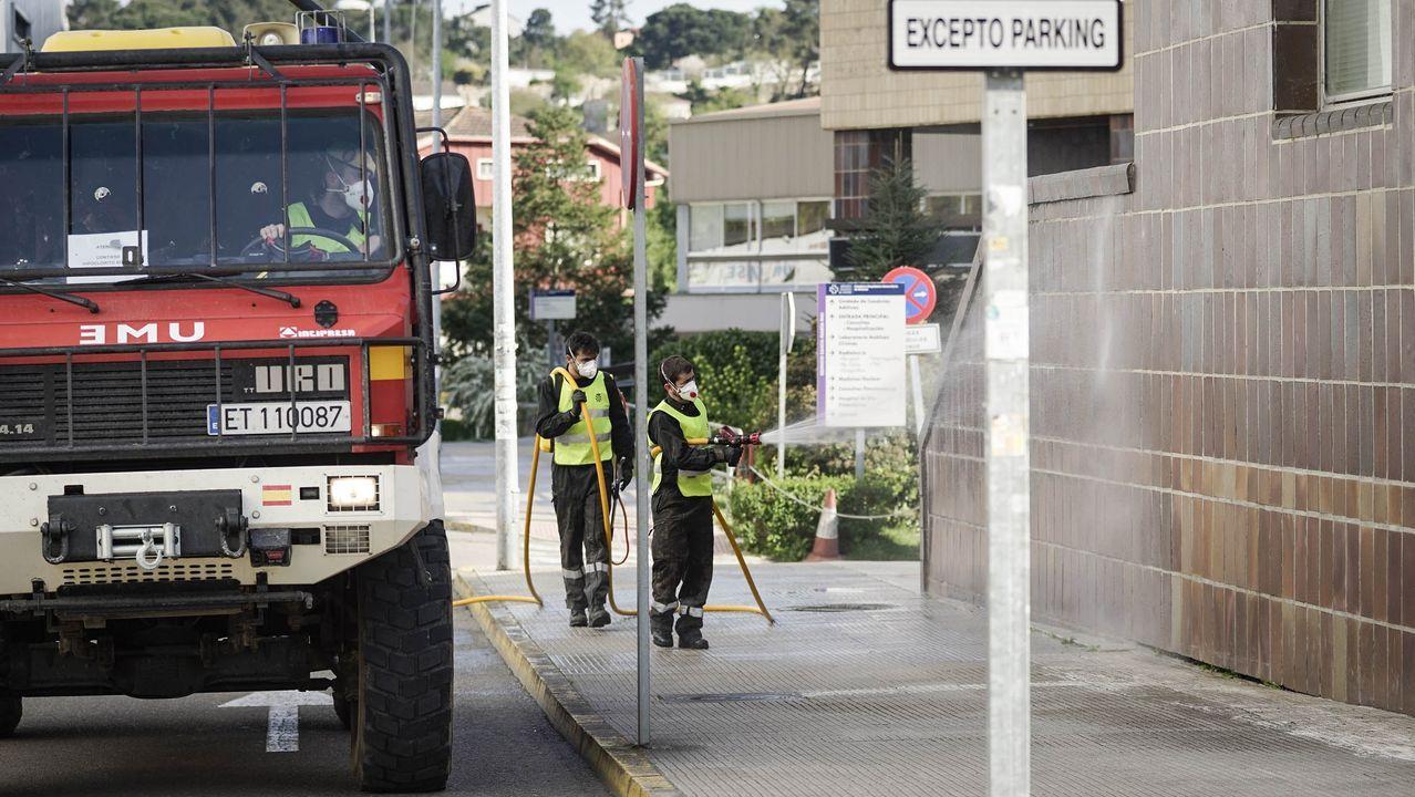 La UME desinfecta los exteriores del hospital CHUO.  Décimoquinto día del Estado de Alarma por emergencia sanitaria originado por el coronavirus  COVID-19.