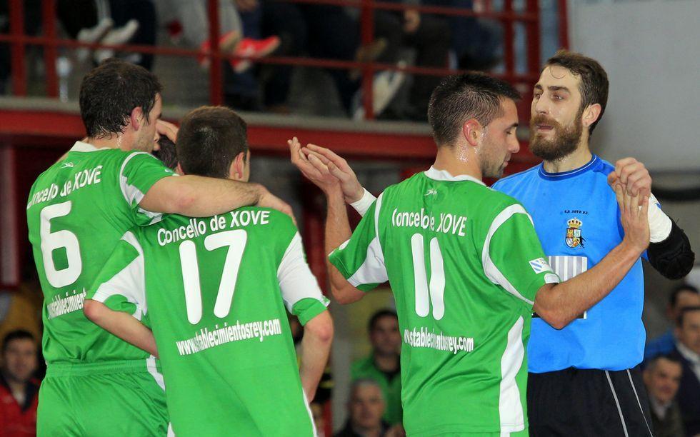 Nete, Marcos, Turero y Pulido celebran el primer gol xovense ayer.