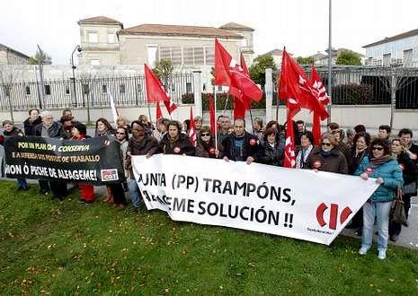 Las trabajadoras de Alfageme se concentraron ante la consellería de Industria.
