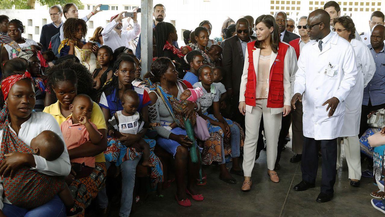 La reina Letizia en su visita al Centro de Salud de Manhica, en la provincia de Maputo