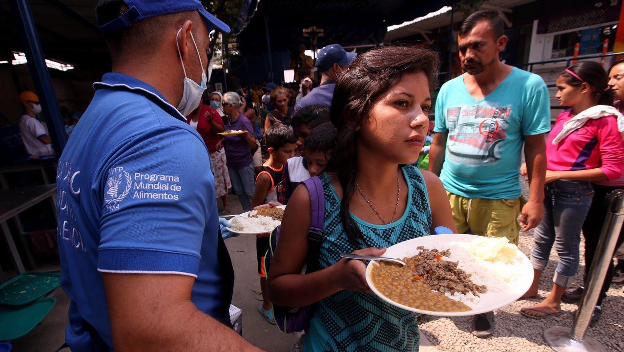 Miles de ciudadanos cruzan la frontera por un plato de comida