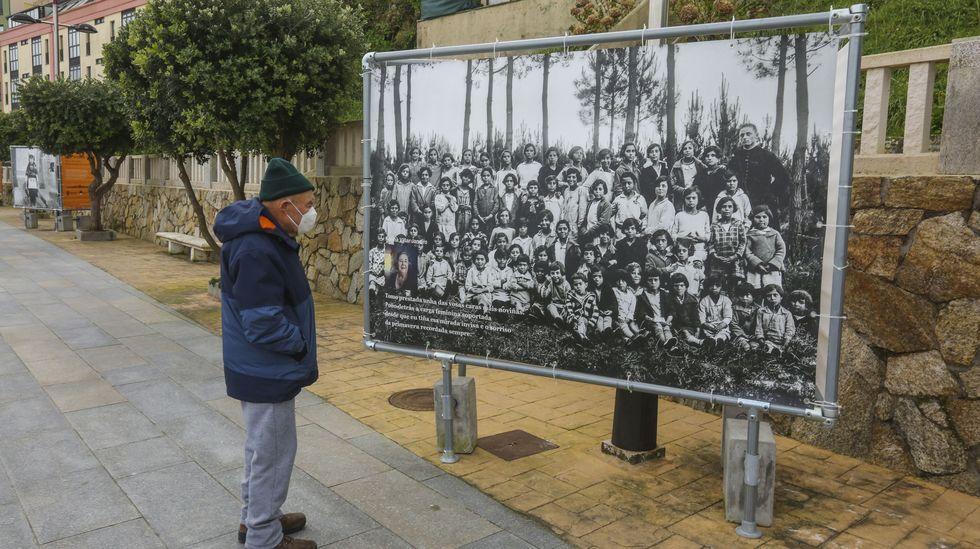 Vite imagen a imagen.Exposición Nós somos Elas, en el paseo de Area Maior, Malpica