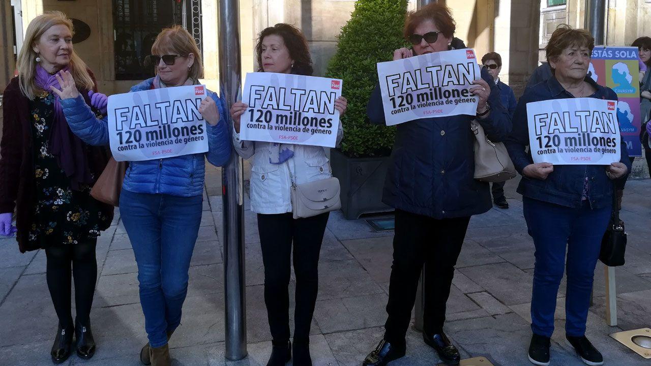 Manifestantes en la concentración feminista de Gijón