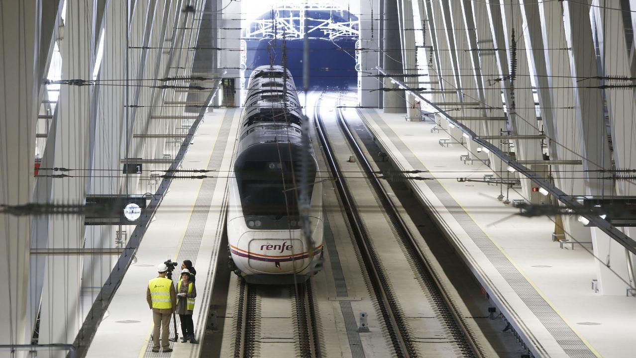 Un tren en la estación de Urzaiz, en Vigo