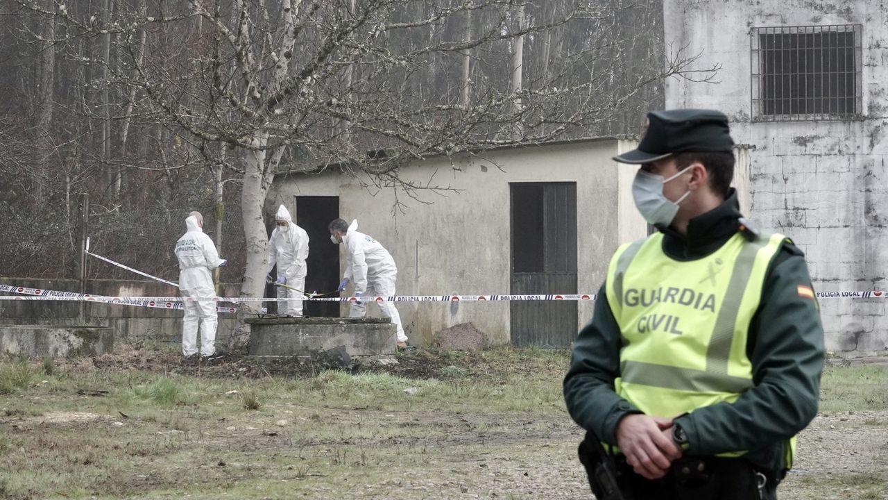 Investigación en el pozo de O Porriño donde apareció un cadáver.Guardia Civil de Tráfico. Imagen de archivo