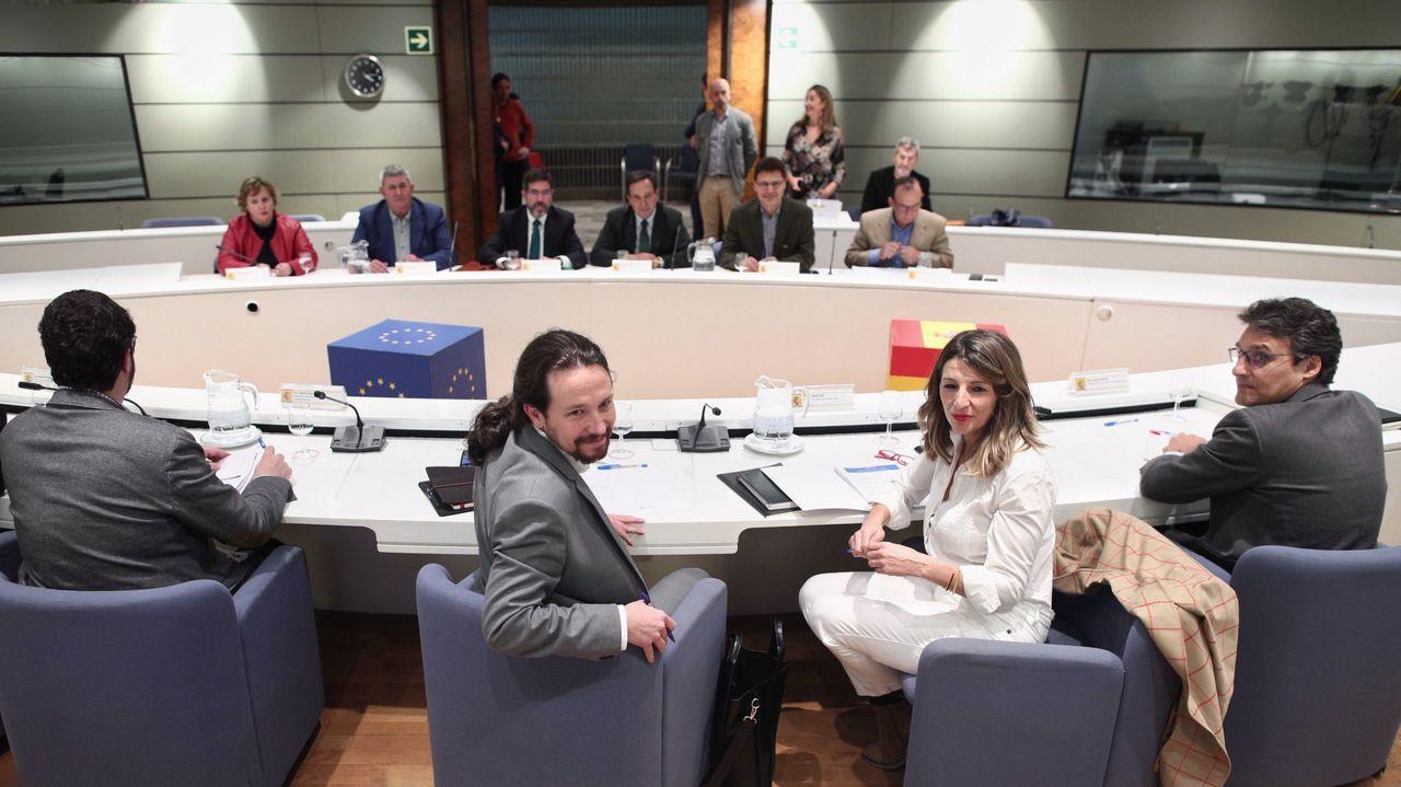 En primer término, Pablo Iglesias y Yolanda Díaz